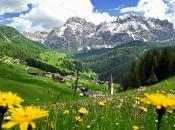 Wengen - La Val in Alta Badia mit der Kreuzkofelgruppe im Hintergrund