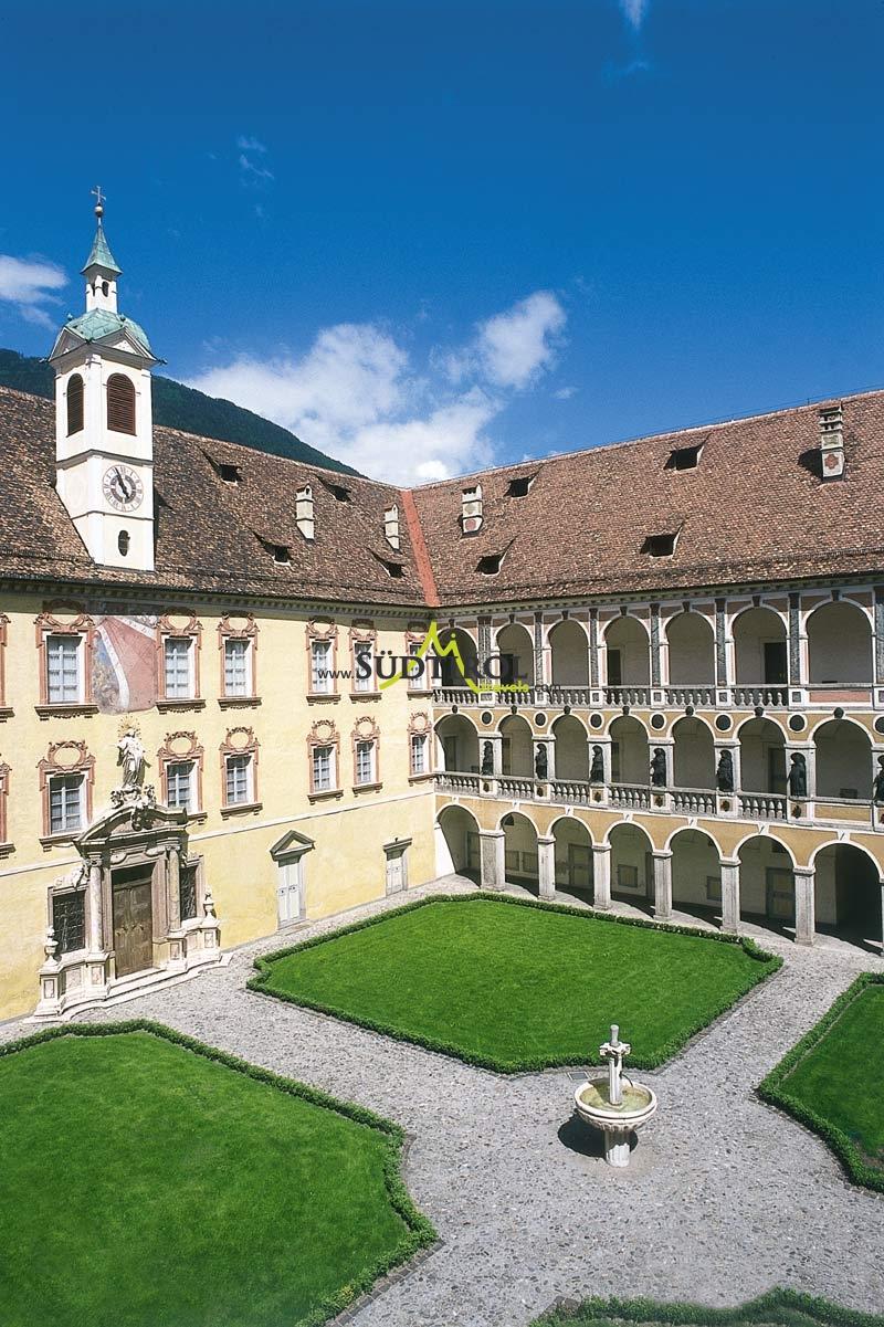 hofburg-brixen.jpg