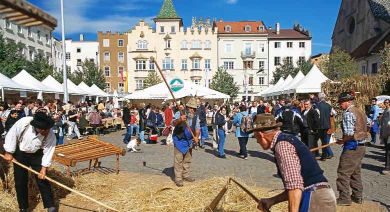Brot- und Strudelmarkt auf dem Brixner Domplatz