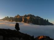 sellagruppe-dolomiten-wolkenmeer