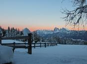 villanderer-alm-sonnenuntergang-winter-dolomiten