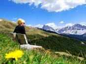 Das Ski- und Wandergebiet Plose im Frühling, im Hintergrund die ersten Berge der Dolomiten