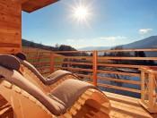 froetscherhof-brixen-sauna-balkon-blich-auf-teich