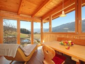 froetscherhof-brixen-wohnung-nussbaum-balkon