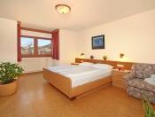 gasthof-zur-sonne-lajen-schlafzimmer