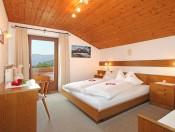 haus-poetzes-kastelruth-ferienwohnung2-schlafzimmer