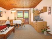 haus-poetzes-kastelruth-ferienwohnung2-wohnraum