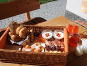 hof-am-schloss-prad-fruehstuecken
