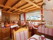 hotel-savoy-kastelruth-fruehstuecksraum