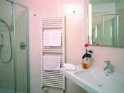 hotel-tubris-sandintaufers-dusche