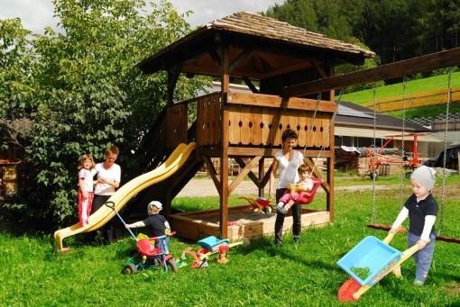 huberhof-brixen-spielplatz
