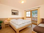 kienzlhof-kastelruth-ferienwohnung-alpenfrieden-schlafzimmer