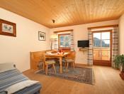 kienzlhof-kastelruth-ferienwohnung-morgenrot-wohnzimmer