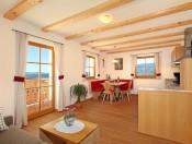 kienzlhof-kastelruth-ferienwohnung-sonnenschein-wohnraum1