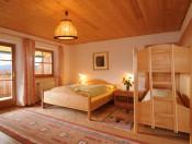 obererhof-brixen-schlafzimmer