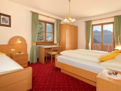 obwegiserhof-oberrasen-ferienwohnung-edelweiss-dreibettzimmer