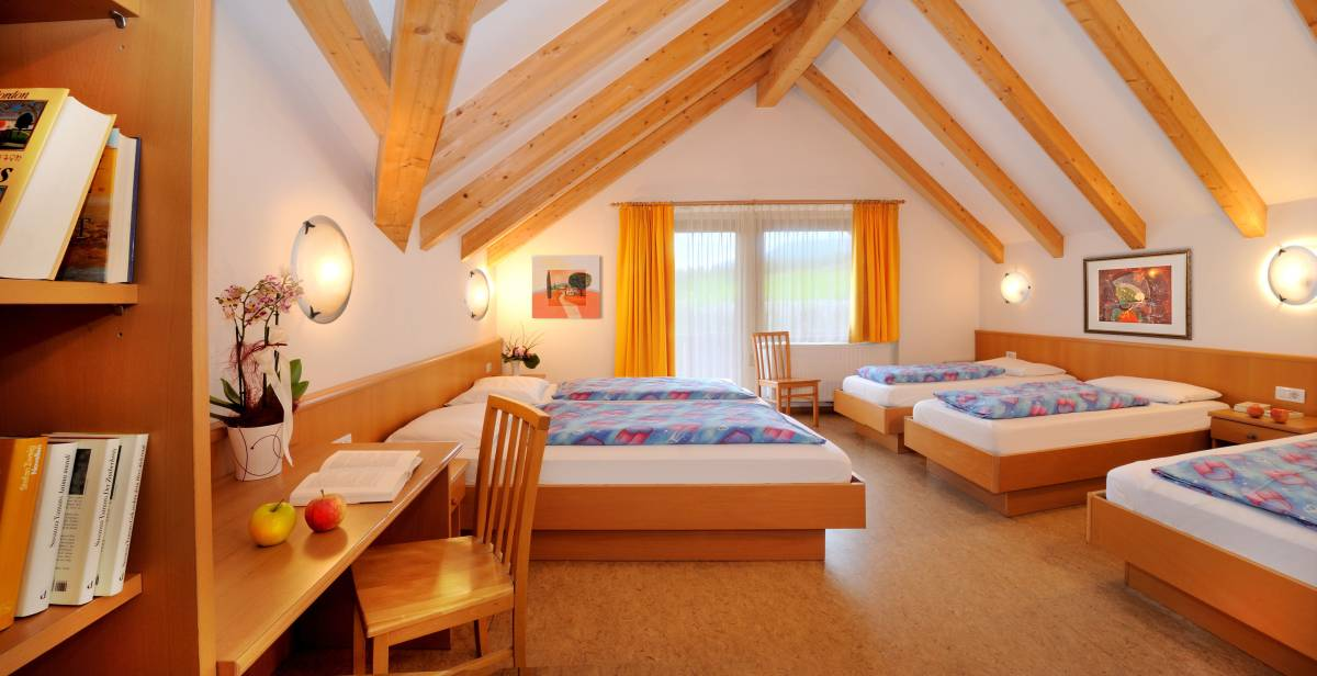 Jugendhotel Sonnenhof – Ferien auf dem Apfelplateau Natz/Schabs