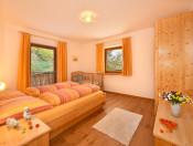 putzerhof-brixen-die-gerauemige-schlafzimmer