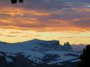 radauerhof-kastelruth-sonnenuntergang-winter