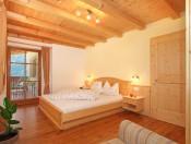 ronsolhof-kastelruth-ferienwohnung-schlern-schlafzimmer