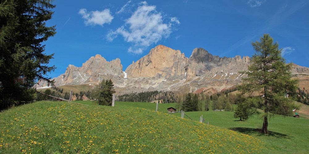 Wandern am Rosengorten in den Dolomiten