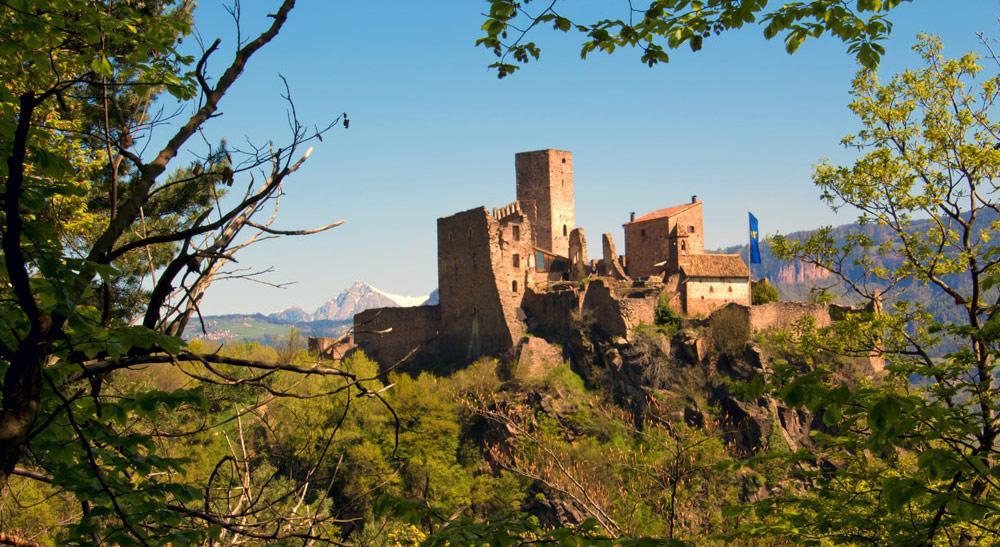 Drei-Burgen-Wanderung oberhalb von Eppan