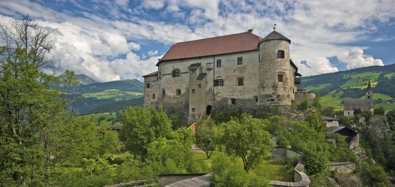 Das 900 Jahre alte Schloss Rodenegg bei Rodeneck