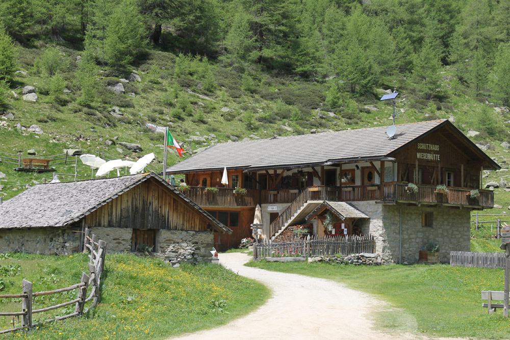 Wieserhütte – Schutzhütte mit Käserei im Altfasstal